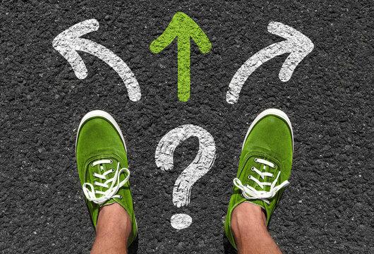 Welche Richtung einschlagen? Eine Richtung ist markiert - die nach vorne...