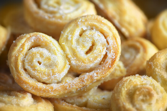 home cooking. hearts with puff pastry sugar
