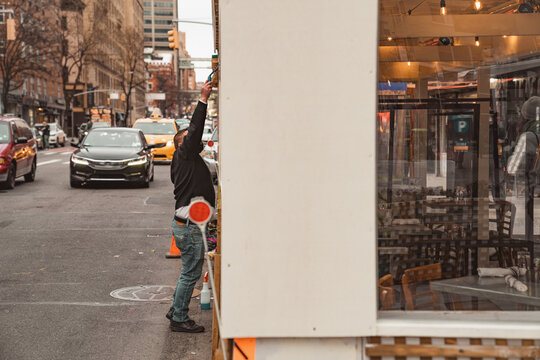 Restaurant sidewalk set up patio during pandemic