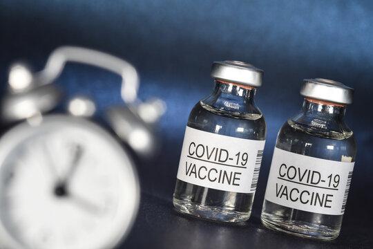 covid-19 coronavirus vaccin medicament pharmaceutique épidémie heure retard horaire