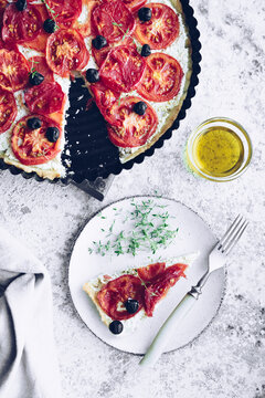 Vegetable tart with tomatoes and olives