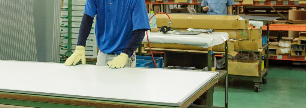 工場内の労働風景 中小企業