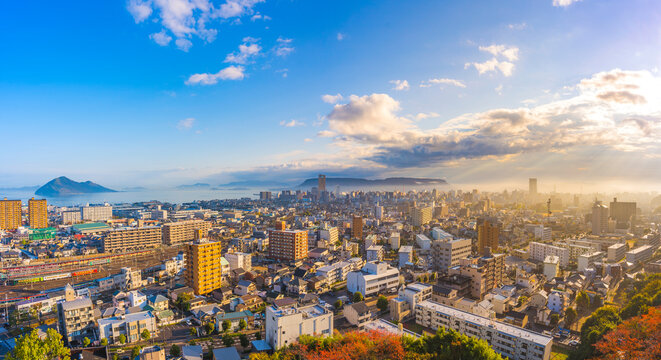 青空の都市風景 香川県
