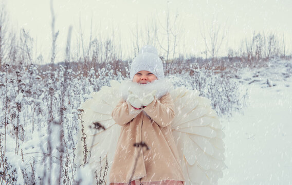 angel, winter, winter angel, guardian angel, christmas, christmas angel, people, baby playing, baby praying, praying, winter, snow, woman, cold, young