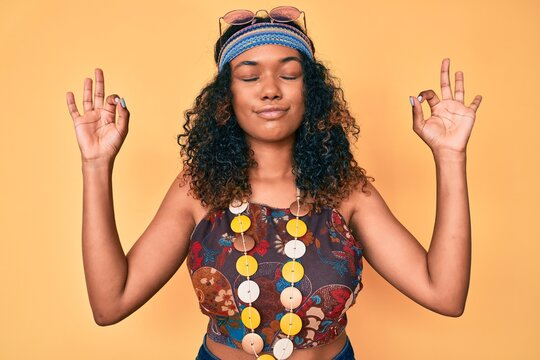 Young african american woman wearing bohemian and hippie style relax and smiling with eyes closed doing meditation gesture with fingers. yoga concept.
