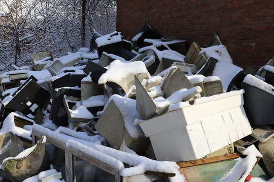Snow, garbage, old office equipment. Electronic waste consists of a monitor, printer, desktop computer and fax for reuse. Plastic, copper, glass can be reused, recycled or recycled