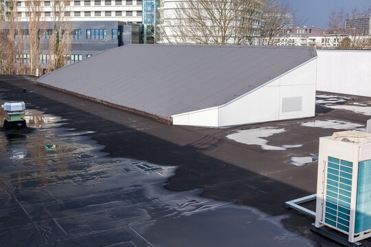 Sloping roof with roofing