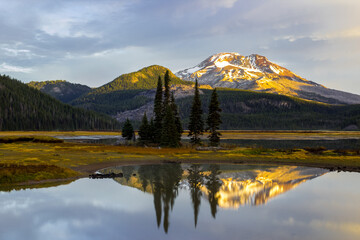Beautiful morning lake landscape. Sparks Lake in Central Oregon at Sunrise. South Sister mount reflects in calm  water of Sparks lake