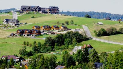 Fototapeta Złoty Groń - szczyt góry w Beskidzie śląskim w Polsce koło Istebnej . Schronisko turystyczne PTTK na szczycie.