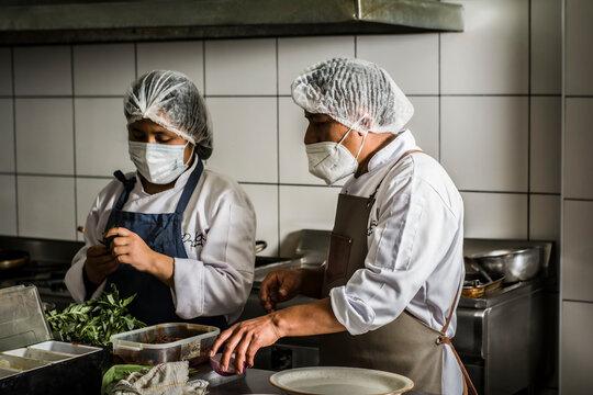 Chef, cocineros y protocolos de seguridad sanitarias.