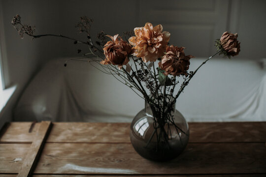 Dried flowers in vase at table