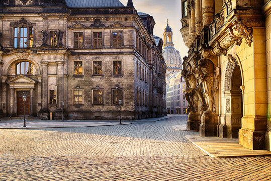 Dresden Frauenkirche Abendhimmel Sonnenaufgang Theaterplatz Zwinger kronentor Elbe Schlossplatz Frauenkirche Altstadt Altstadtsilhouette Kunstakademie Terrassenufer Semperoper Hofkirche Kathetrale