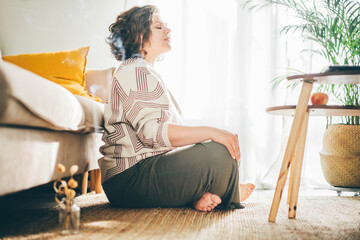 Fototapeta  Plus size woman doing yoga and meditation at home. obraz