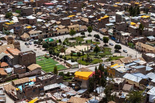 Plaza San Cristóbal de Huancavelica, Perú.