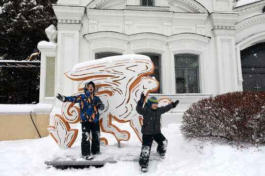 Children on territory of Kazan Kremlin