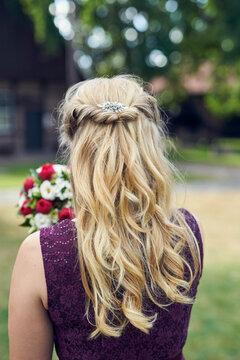Blonde Brautfrisur von hinten