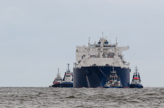 LNG TANKER - The ship sails assisted by tugs