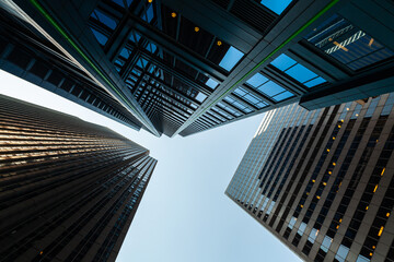 Upward view of modern skyscrapers in downtown Chicago, Illinois Fotobehang