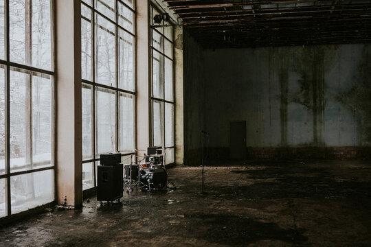 Grunge music video setting