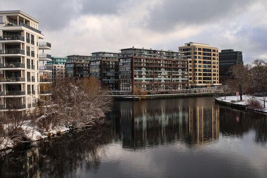 Berlin-Charlottenburg; Neues Wohnquartier am Spreeeck (Wasserkreuz Charlottenburg), Blick von der Röntgenbrücke