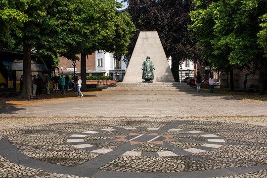 """Denkmal """"Wilhelmina"""" in Den Haag."""
