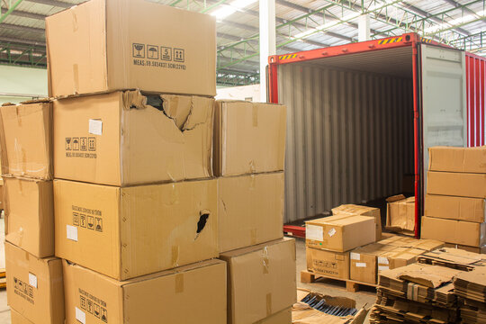 unloading carton from container and carton damage from loading or transport process.
