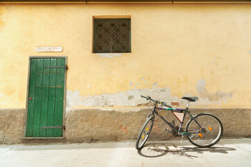 Fototapete - Bicycle in street of resort village Monterosso, Cinque Terre, Italy