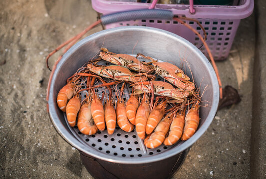 Steamed shrimp and crab for sale on Pattaya Beach, Thailand