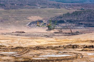 Maszyny górnicze w Kopalni odkrywkowej węgla brunatnego Turów, Bogatynia, Polska