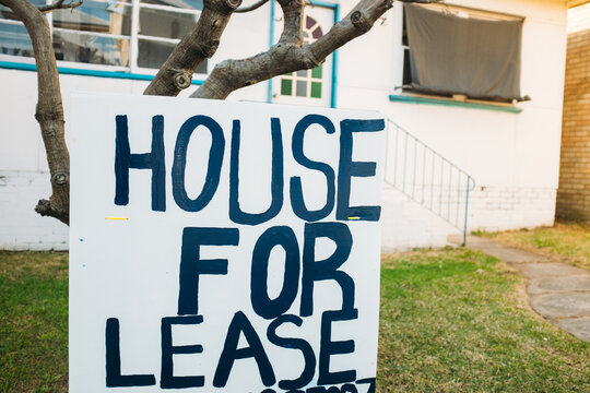 House for lease sign