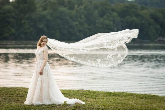 luxery bride posing