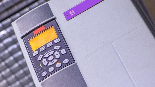 Anwendung des elektrischen Antriebsreglers in Industrieanlagen frequenzumrichter