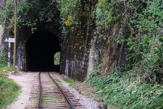 南米ペルーのマチュピチュまでの道。旧水力発電所駅から歩いてマチュピチュ村(アグアスカリエンテス)まで
