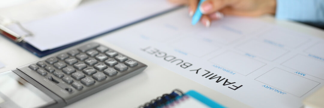Planning and maintaining family budget. Ready calculation of the family budget concept