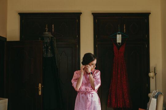Bridesmaid preparing herself before the wedding