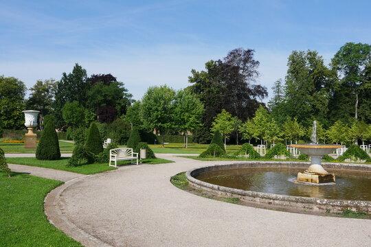Schalenbrunnen am Rondell im Schlossgarten in Neustrelitz