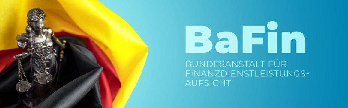 BaFin - Finanzaufsicht. Justitia Skulptur umgeben von einer Deutschland Flagge. Text auf blauem Untergrund.