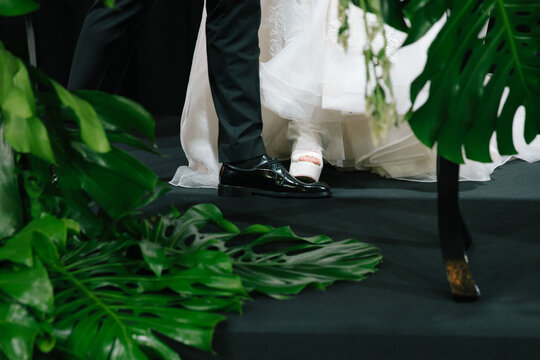 The bride stepped on the groom's feet.