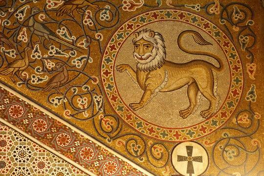 Lion mosaic on wall of the Capella Palatina