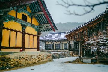 한국의산사 봉정사 겨울 Fotobehang