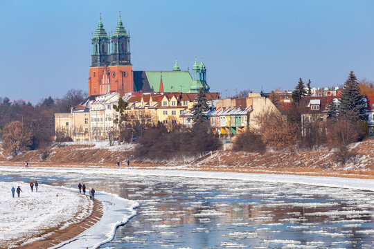 Poznan. Cathedral on Tumskiy Island on a winter day.