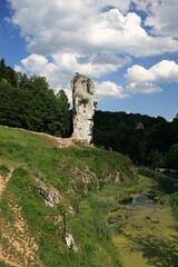 Fototapeta Maczuga Herkulesa - Bludgeon of Hercules - rock formation in Polish Jura near Pieskowa Skala Castle, Poland obraz