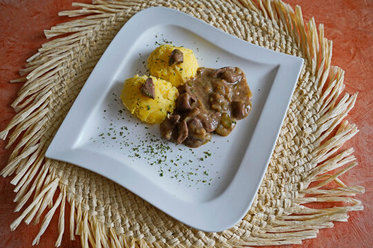Mashed potatoes with kidney ragout