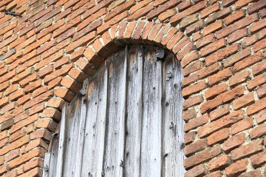 Über 100 Jahre alte Ziegelsteine - Antik, Retro, alte Ziegelsteine, Backsteine, Fenster