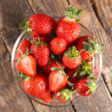 bowl of strawberry on wood background