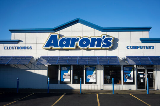 Beaverton, OR, USA - Jan 18, 2021: The Aaron's store in Beaverton, Oregon. The Aaron's Company is a rent-to-own retailer that focuses on leases and sales of furniture, electronics, and appliances.