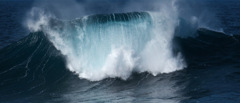 Big wave in the sea with beautiful color