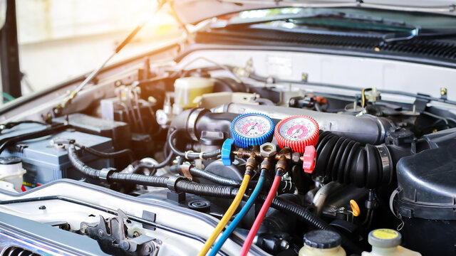Car air conditioner check service, leak detection, fill refrigerant.Device and meter liquid cooling in the car by specialist technicians.
