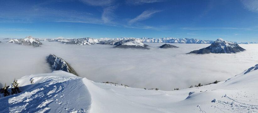 Panoramique depuis le Charmant Som en hiver sur les Alpes , Isère , France