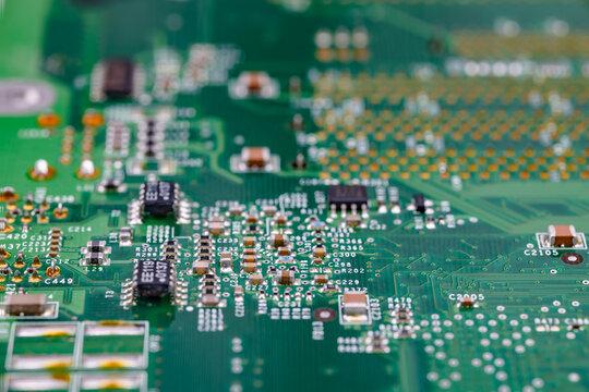 コンピューターの複雑な電子回路